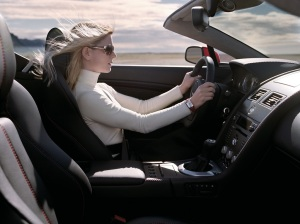 2007-Aston-Martin-V8-Vantage-Roadster-Woman-Driving-1024x768